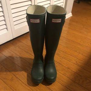 Hunter rain boots green size 5
